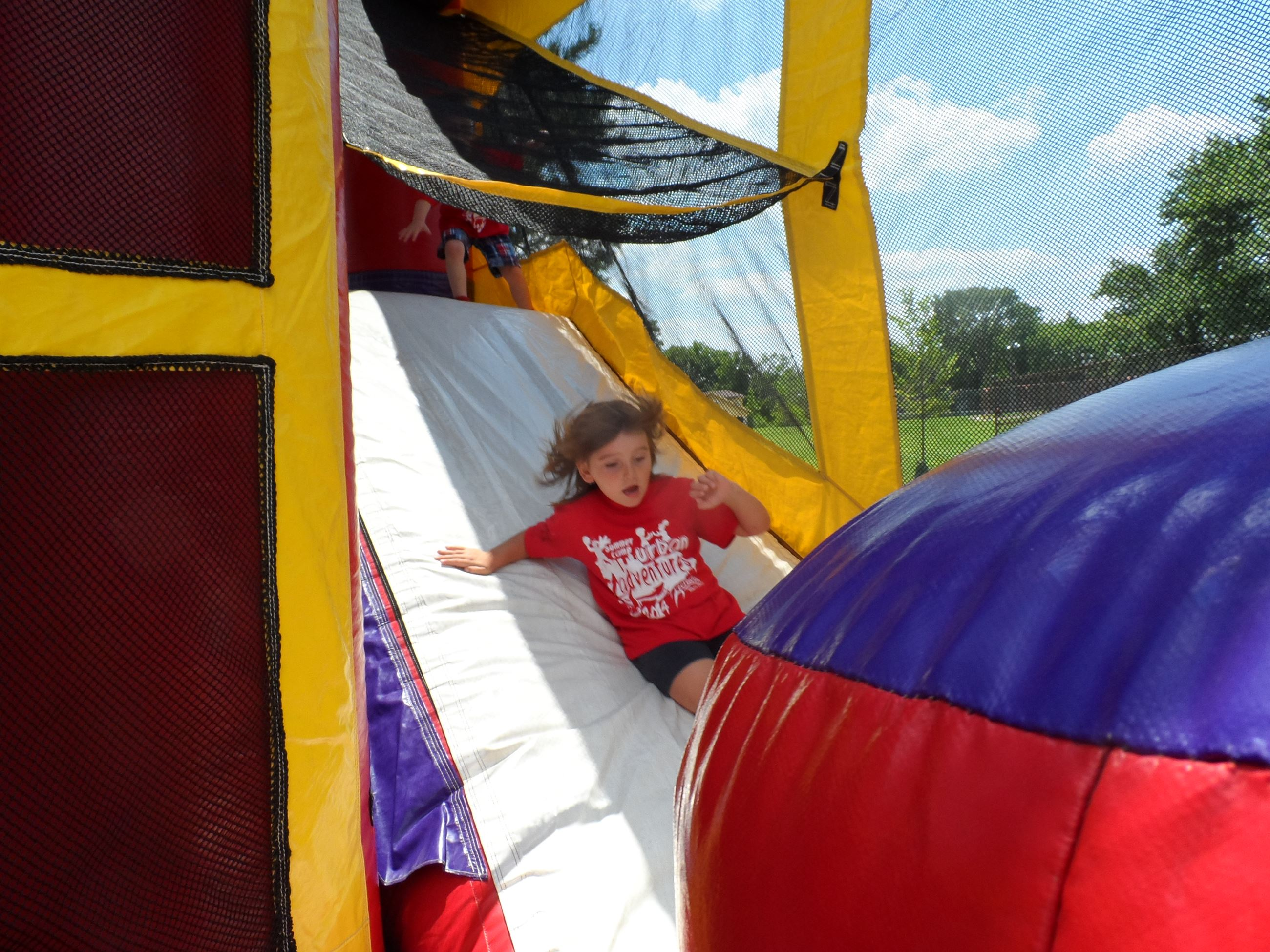 Camber on inflatable play house